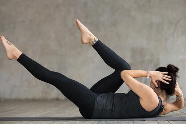 woman doing floor exercise